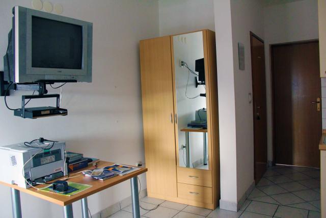 televizija-omara-hodnik-apartmaji-bartol