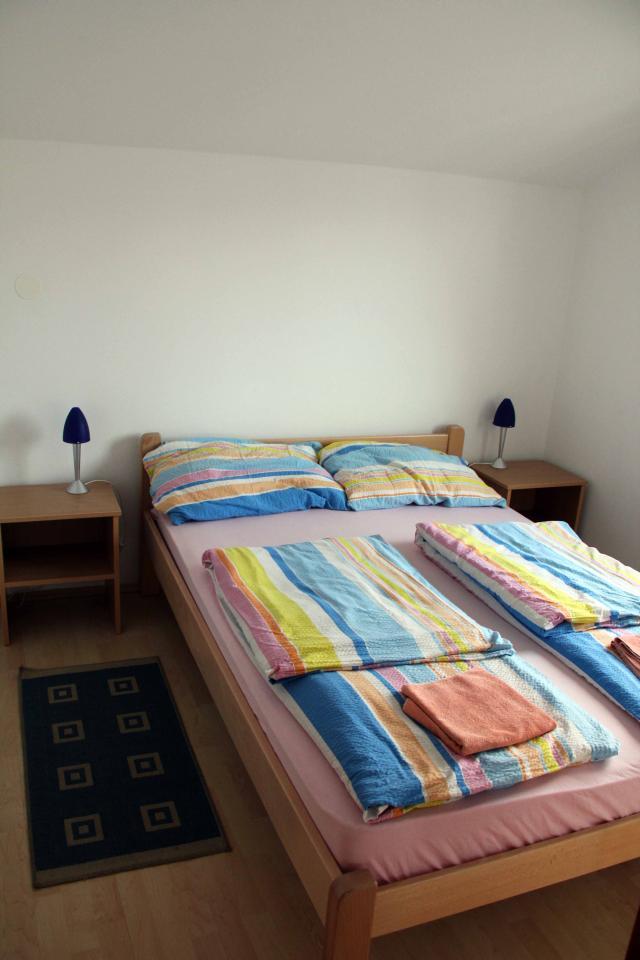 apartmaji-bartol-postelja